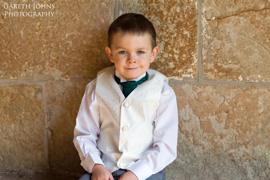 treowen-wedding-child